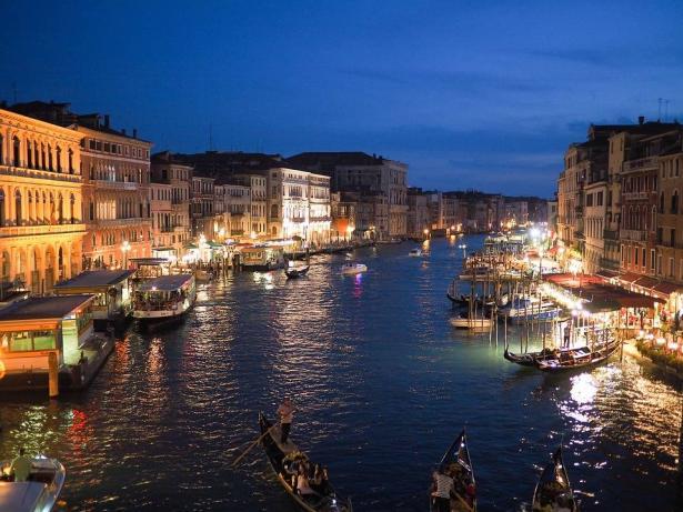 ايطاليا تكافح لمنع انتشار الكورونا واحتوائه بعد عدة وفيات وإصابات