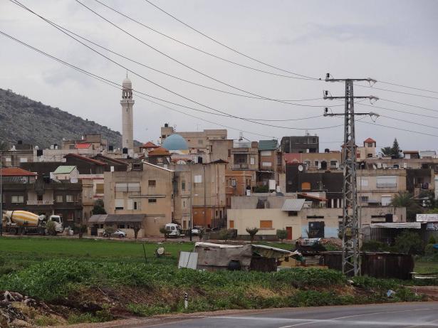 استخدام المفرقعات والحجارة في شجار في بلدة كفر مندا  الليلة الماضية يسفر عن اصابات