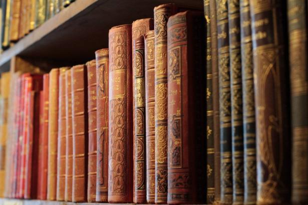 خسائر سوق النشر في العالم وتزايد في بيع الكتب من المواقع الإلكترونية | محمد رشاد - رئيس اتحاد الناشرين العرب