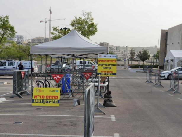 رئيس بلدية الطيبة يرفض إقامة محطة فحص كورونا في المدينة خشية نقل العدوى