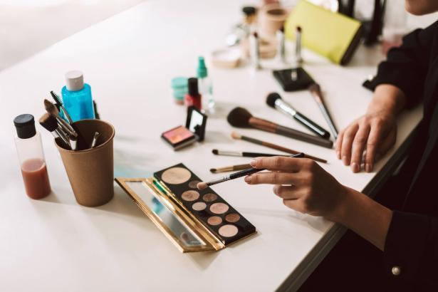 تأثير أزمة كورونا على مجال التجميل - حديث للشمس مع هبة شحادة