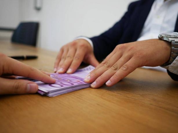 ارتفاع نسبة البطالة في البلاد الى 24% وأكثر من مليون عاطل عن العمل، الشمس تناقش امكانيات وتداعيات تطبيق الخطة لمواجهة الأزمة الاقتصادية