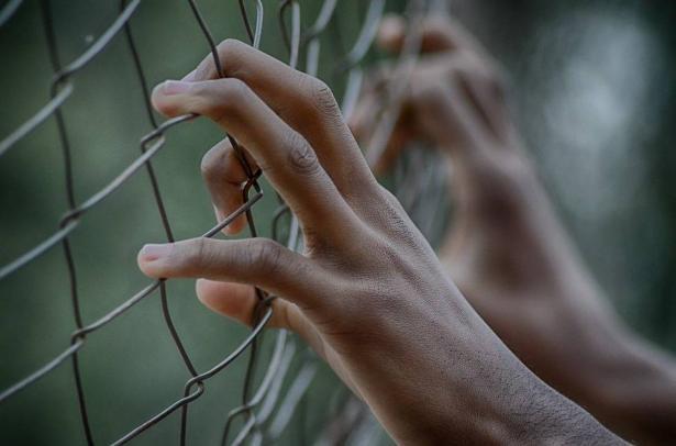 مستجدات الالتماس لإلغاء إجراءات الطوارئ التي تمنع زيارة الأسرى ولقاءات محاميهم