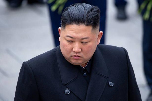 اول ظهور لزعيم كوريا الشمالية كيم جونغ أون وسط تكهنات عالمية حول صحته والرئيس الاميريكي يمتنع عن التعتقيب