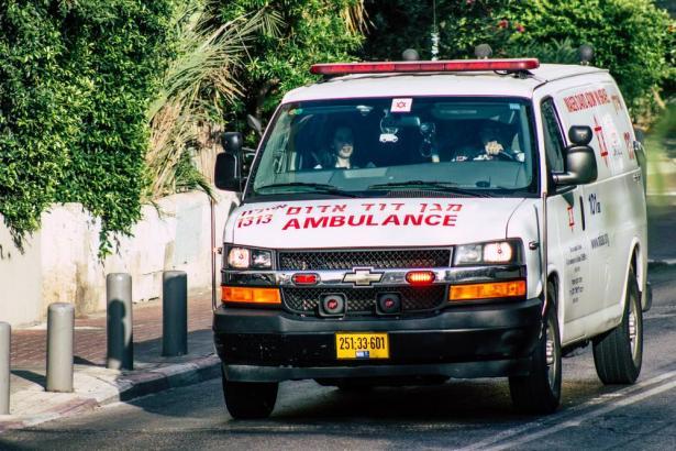 الناصرة : اصابة  شاب 19عاما بجراح خطيرة جراء انقلاب دراجته النارية
