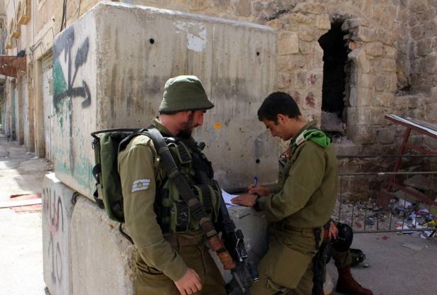 الجرافات الاسرائيليّة تواصل لليوم الثاني على التوالي بتجريف أراضي دورا في الخليل