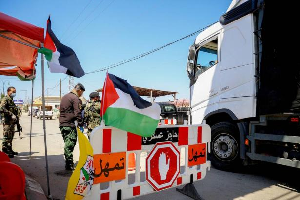 عودة عالقين فلسطينيين من الأردن وإصابات جديدة بكورونا في فلسطين