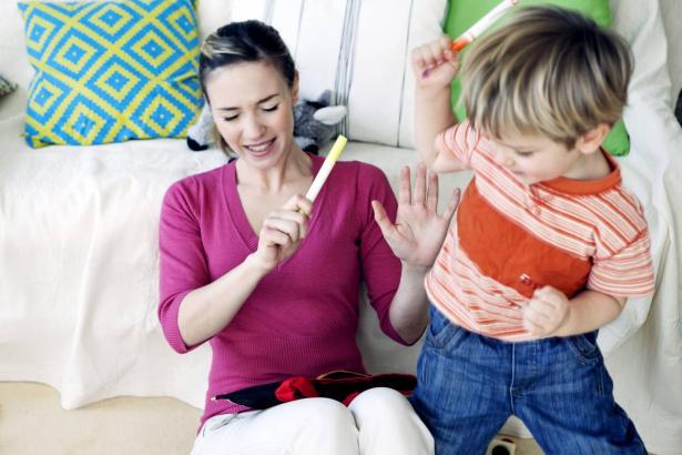 كيف نتعامل مع الطفل المصاب بفرط الحركة في الحجر المنزلي؟ نصائح هامة للأهالي