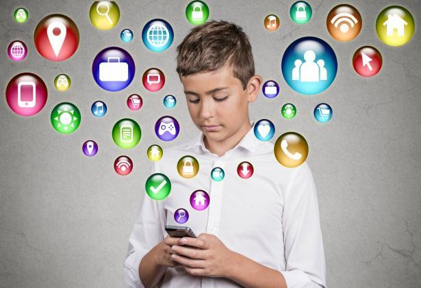 وسائل التواصل الاجتماعي وتأثيرها على عمل الدماغ | بين الأضرار الناتجة والحلول المقترحة