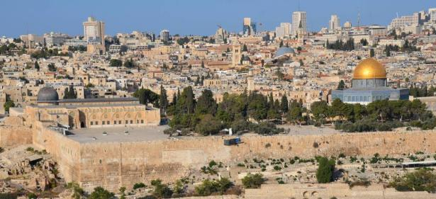 اصابة شاب في العشرين من عمره بجروح خطيرة بعد تعرضه للطعن خلال شجار في حي جبل المكبر بشرقي القدس