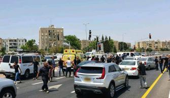 جريمة قتل مروعة وقعت ظهر اليوم عند مفترق مدينة اللد والعثور على جثث ل3 رجال