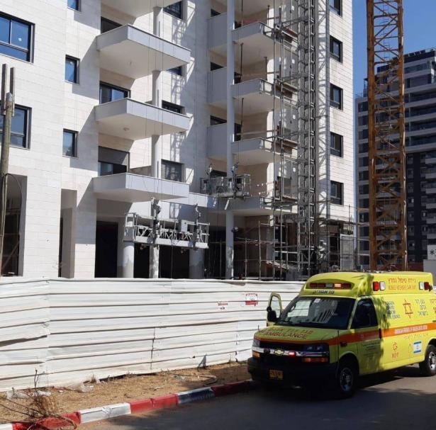 الرملة: إصابة عامل (40 عاما) بجراح اثر سقوط جسم ثقيل عليه بورشة بناء