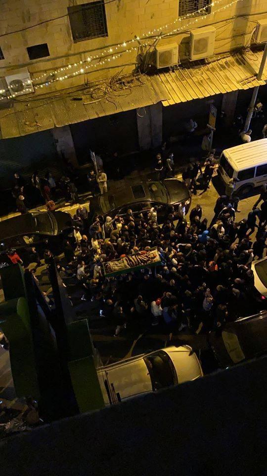 القدس: جماهير غفيرة تشيع جثمان الشهيد إياد الحلاق في حي وادي الجوز