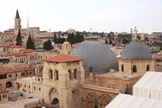 هل ستُفتتح المساجد والكنائس والكُنس قريبًا؟