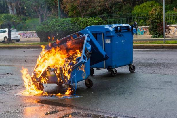 حرق النفايات في مناطق مفتوحة، ظاهرة خطيرة تمس بالبيئة والصحة
