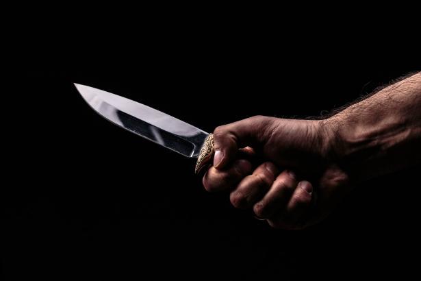 إصابة رجل 50 عامًا بجراحٍ خطيرَة في الطيبة جراء جريمة طعن