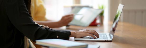 الجامعيون سيقدمون امتحاناتهم عبر المنظومة الالكترونية وليس داخل الجامعات