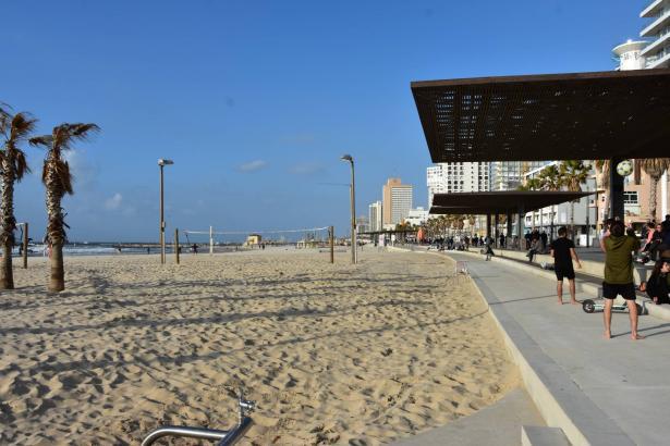 اعادة فتح الشواطئ امام المستجمين في البلاد