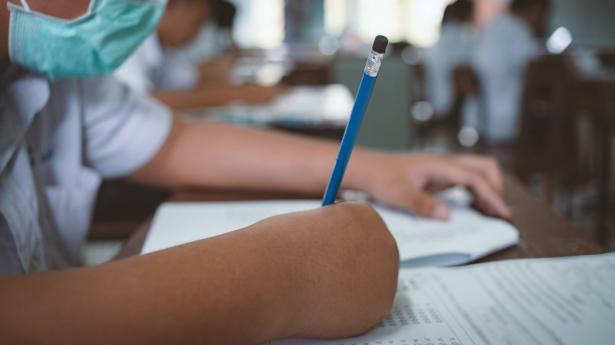 وزارة الصحة الاسرائيلية توصي بإغلاق المدارس وتحذر من موجة وبائية جديدة