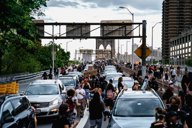 تداعيات الاحتجاجات الأمريكية على الوضع الداخلي في الولايات المتحدة