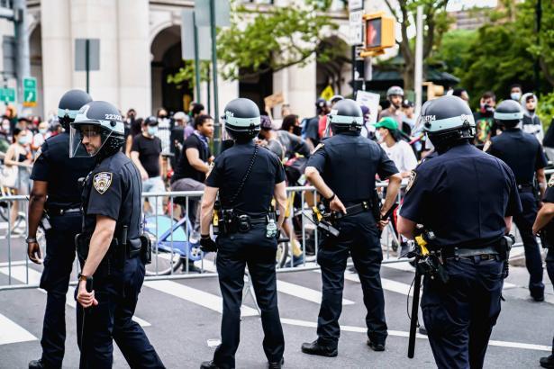 مشروع قانون شامل لمكافحة عنف الشرطة والعنصرية بعد مقتل المواطن الاميركي جورج فلويد
