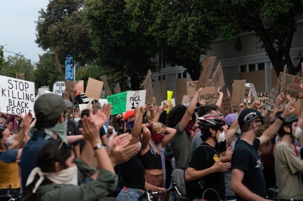 مقتل جورج فلويد : وزارة الدفاع الأميركية تسحب قوات الجيش واليوم المظاهرات الاكبر منذ اندلاع الاحتجاجات