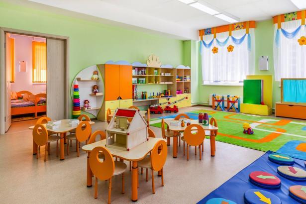 اتفاق يمنح امتيازات عدة للمساعدات في رياض الأطفال اللواتي سيعملن خلال الصيف