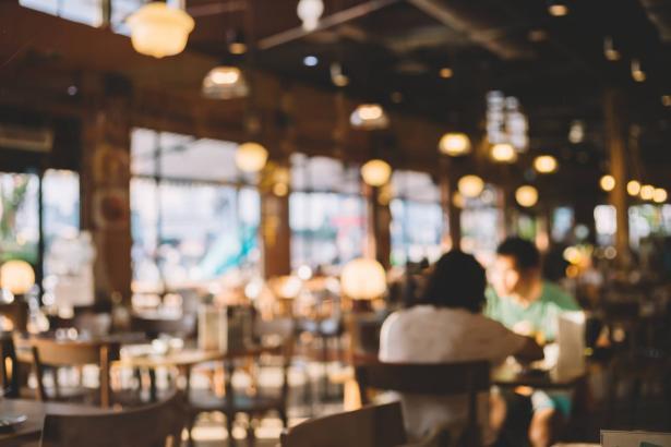 عودة عمل المطاعم نهاية الشهر الجاري بشروط معينة