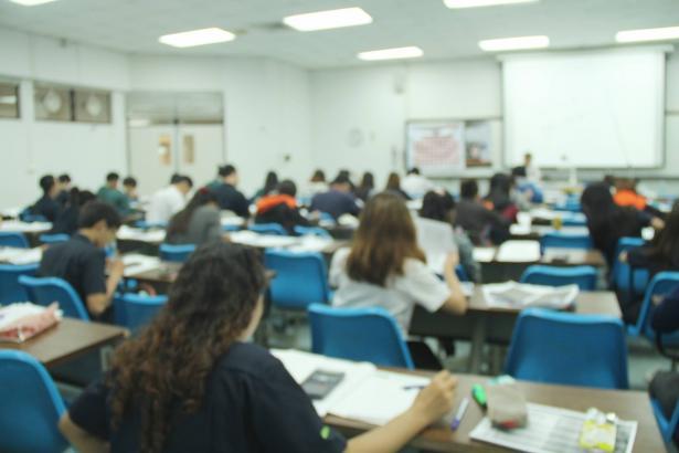 مطالبات بتحويل الامتحانات الجامعية الى بيتية او وظائف بسبب الكورونا