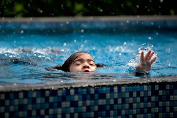 أريحا: مصرع الطفلة ايليا امير جواد من (عامين ونصف) غرقا في بركة سباحة بمنزل