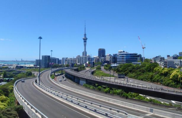 نيوزيلندا: رفع كل القيود المتبقية والخاصة بالتباعد الاجتماعي والاقتصاد باستثناء مراقبة الحدود