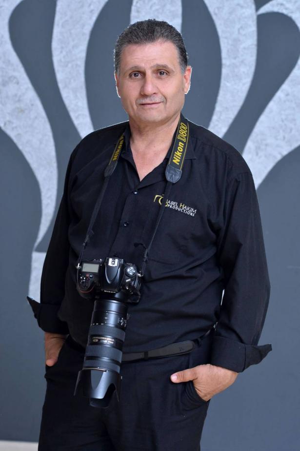 المصور نبيل حكيم متعافي كورونا  إنه دفع ضريبة عمله وكسب لقمة عيشه
