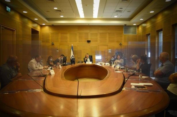 وزارة المالية تتعهد لجبارين: تخصيص 900 مليون من أجل توفير الحواسيب للطلاب في ظل أزمة كورونا