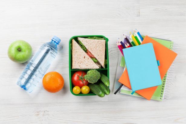 كيف أجهز لطفلي وجبة مدرسية صحية؟