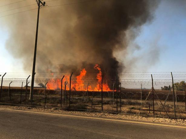 مصادر اسرائيلية: اندلاع 30 حريقا في منطقة غلاف غزة