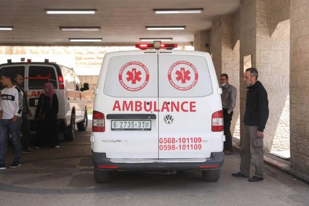 إصابة 5 أشخاص بحادث طرق بين مركبتين فلسطينيتين قرب عمنوئيل