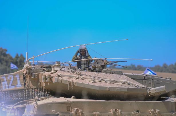 مدفعية إسرائيلية تقصف عدة أهداف تابعة لحركة
