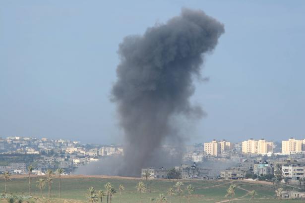 الجيش الاسرائيلي:  طائراتٍ حربيّة ومروحيّة ودبابات استهدفت عددًا من نقاط تابعة لحماس في غزّة