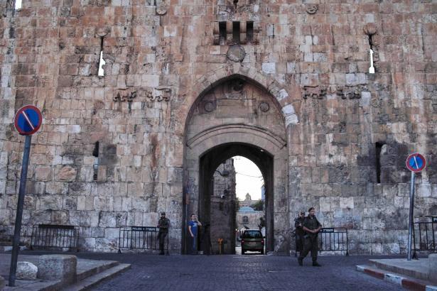 مقتل الشاب الفلسطيني أشرف حسن عطاالله هلسة قرب باب الاسباط في القدس بعد اطلاق النار عليه من قبل رجال الشرطة
