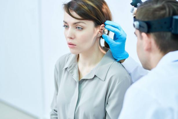 لماذا علينا نهتم بالصحة السمعية؟ أهم النصائح