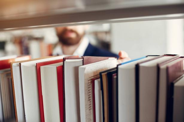 المكتبة العامة ابن زيدون تطلق مشروع اتصل والكتاب يصلك حتى البيت