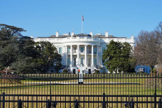 البيت الأبيض: إصابة شخصين من الموظفين بفيروس كورونا بعد يوم واحد من تسريح ترامب من المستشفى