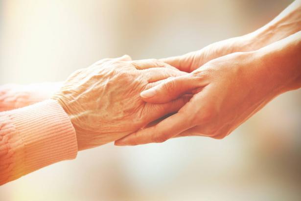 مشروع جديد لوزارة المساواة الاجتماعية وجمعية مراكز الشباب يهدف لمساعدة الآلاف من كبار السن