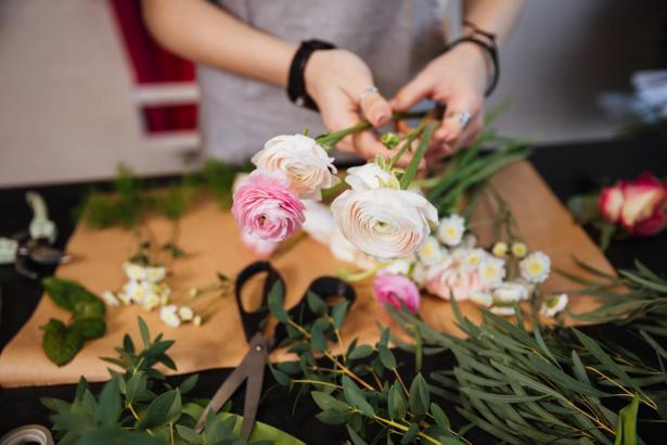 أهم ما يجب ان نعرفه عن التعامل مع الزهور