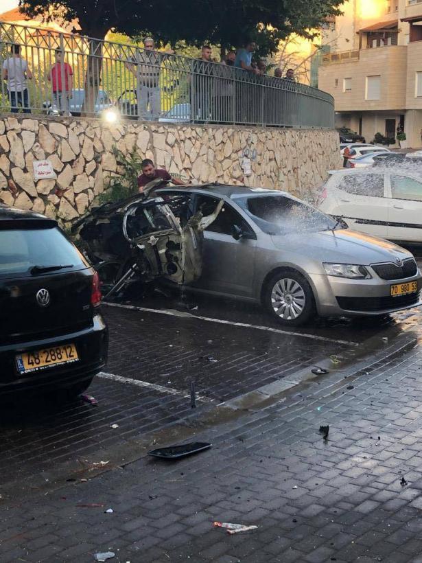 حالة من الغضب تسود أهالي حي شنلر في الناصرة بعد إلقاء عبوة ناسفة من قبل مجهولين على سيارة