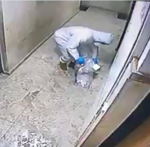 متطوع في نجمة الحمراء يبصق على أيقونة السيدة العذراء في يافا