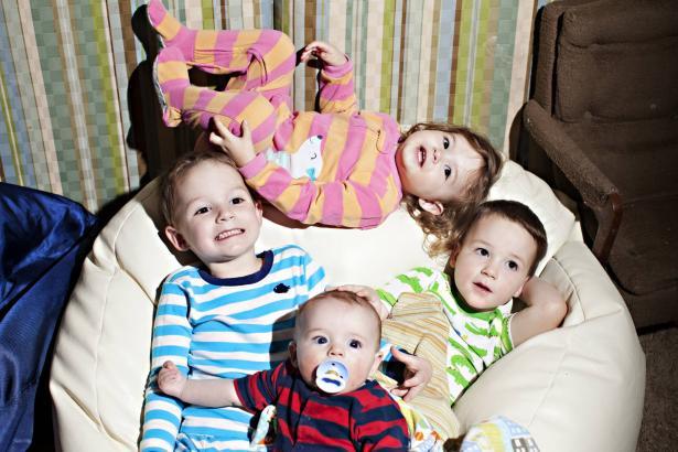 كيف يؤثر ترتيب ومكانة الأخوة في العائلة على شخصية الطفل؟