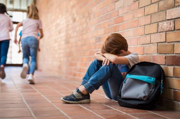 اليونسكو تحيي اليوم الدولي الأول لمكافحة العنف والتنمر في المدارس: كيف تحمي طفلك من التنمر المدرسي؟