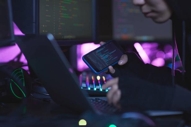 مفهوم الأمان والخصوصية في الشبكة: هل هو وهم أم حقيقة؟