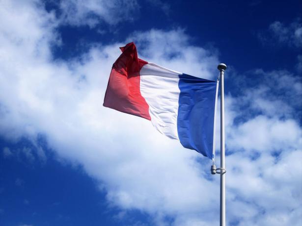 النيابة العامة الفرنسية توجه تهم القتل إلى ستة أشخاص بينهم قاصران بقضية المدرس صامويل باتي